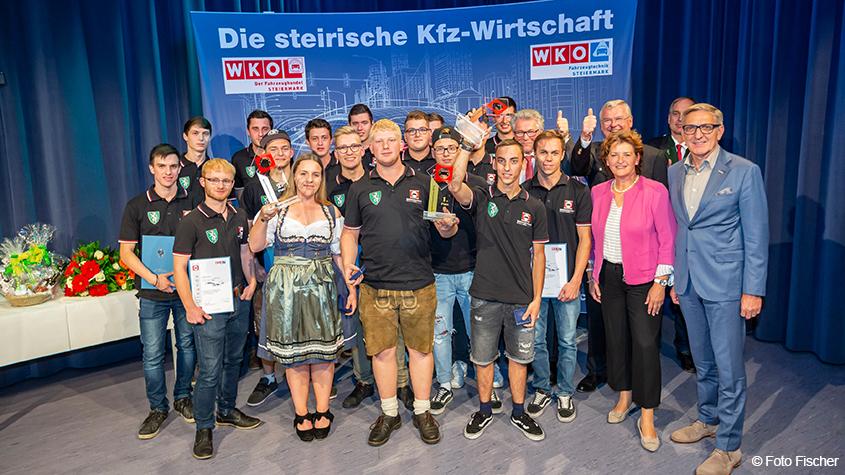 Doppelsieg bei Bundeslehrlingswettbewerb für Karosseriebautechnik